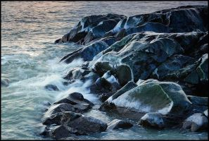 Icy rocks by eswendel