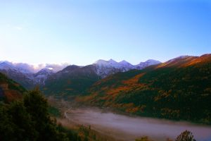 Fogy morning in the mountains by Adiutsu