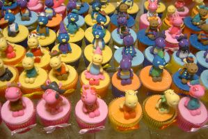 backyardigans cupcakes by anafuji