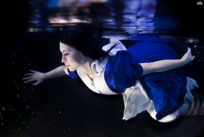 Alice underwater by RianaG