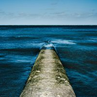Pipe and Sea by albammo
