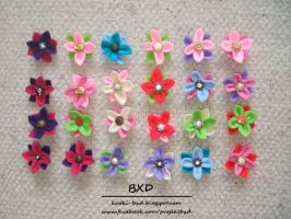 Flowers - fet brooches by nezstorm
