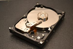 Internals of Seagate 3.5 inch 1TB HDD by Gageter