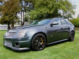 Cadillac CTS-V wagon front side view by Partywave
