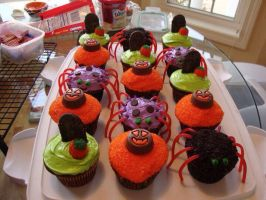 Halloween Cupcakes by DMD-CT