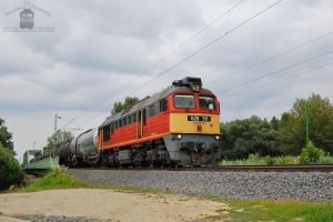 628 311 with a freight train near Gyor by morpheus880223