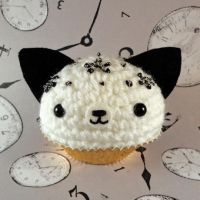 Cookies n cream kitty cupcake by amigurumikingdom