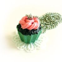 Gourmet Cupcake Necklace by hanmei