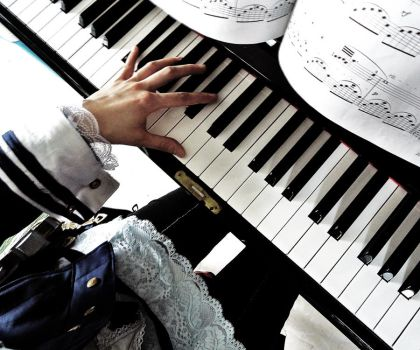 I tell my piano the things I used to tell you by chibiyasha