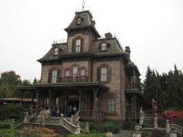Disneyland Paris - Phantom Manor -46- by Maliciarosnoir-stock