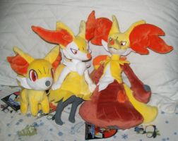 Fennekin Plush Family by KelseyEdward