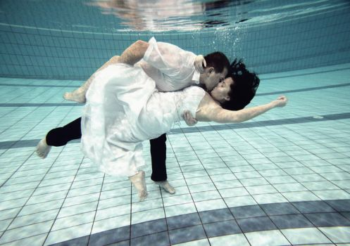 Underwater Kiss by PhotoYoung