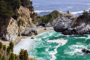 McWay Falls by tassanee