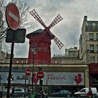 Moulin Rouge - No trespassing by Alabastra
