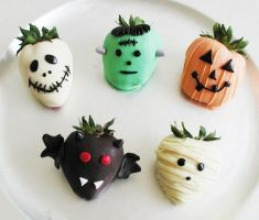 Halloween strawberries by GirlOfTheOcean