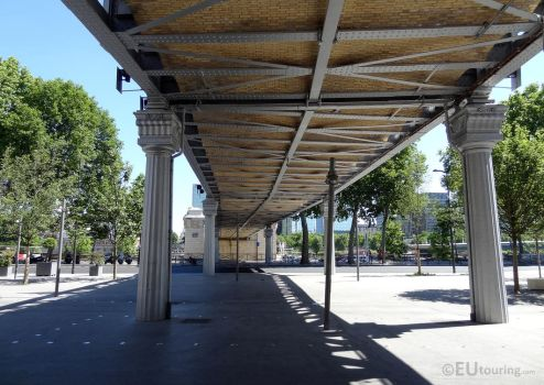 Underneath the Viaduc d'Austerlitz by EUtouring