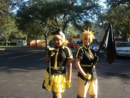 Rin and Len Kagamine 9 ~ Metrocon 2012 by DespicablyAwesome