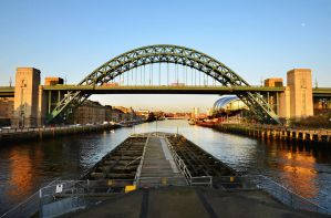 THE TYNESIDE ICON by roodpa