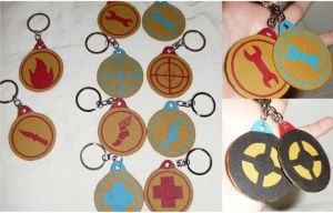 TF2 Badge Leather Keychains by leighanief