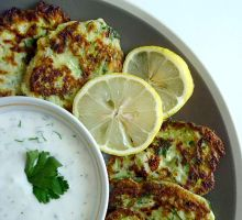 Courgette fritters with yoghurt sauce by beStill4me