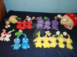 PiK's Pikmin Plush Collection by TwistedHensley