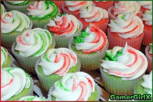 Holiday Cupcakes by GmrGirlX