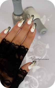 Glam rock nail art by Tartofraises