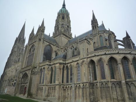Cathedral de Bayeux by Moifee