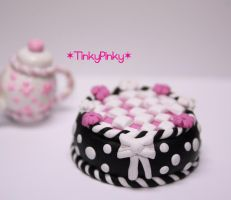miniature checkers cake by tinkypinky