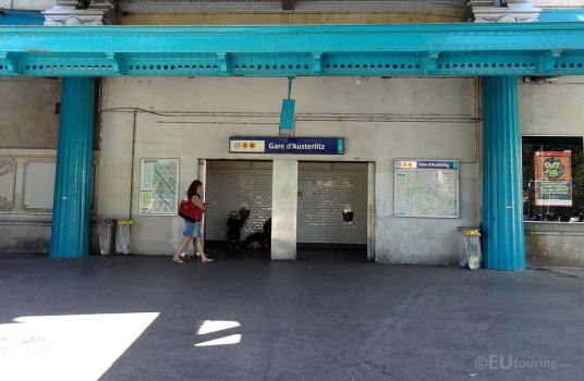 Metro entrance to Gare d'Austerlitz by EUtouring