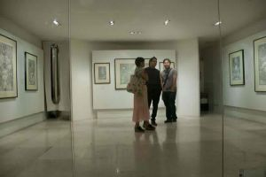 TALKING WITH FRIENDS DURING MY LATEST SOLO SHOW by gromyko