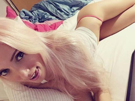 sunday morning selfshot by LauraDeluxe