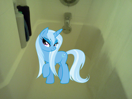 Trixie's taking a shower by luisbonilla