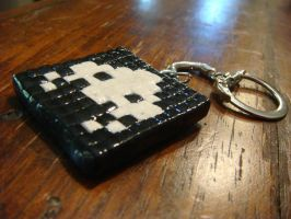 atari space invader clay mosaic keychain by nintentofu