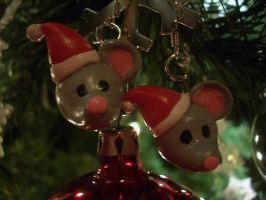 Christmas Mouse Earrings by estranged-illusions