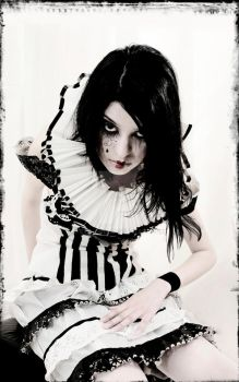 WhiTe PieRRoT by eViL-DoLL