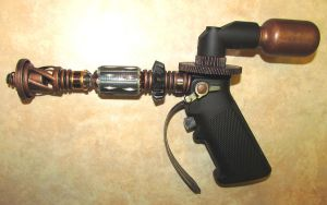 Steampunk Raygun by zimzim1066