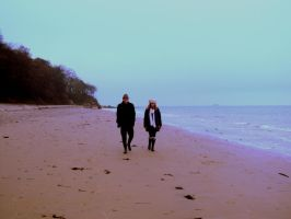 siblings on the beach by TomBydand