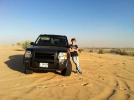 Land Rover in the desert by red-umbreon-of-light