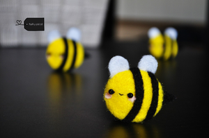 Cute needle felted spring bees by FluffyParcel