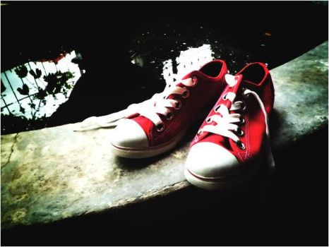 red shoe2 by vaaniaw