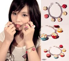 donut bracelet by thirdratedstar