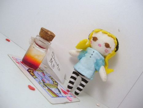 Alice giveaway doll by kreatinginsecurities