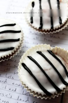 Black and White Cupcakes by claremanson