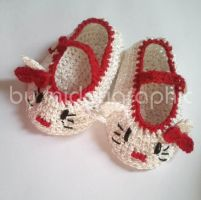 Crochet Hello Kitty Baby Shoes by midorigraphic