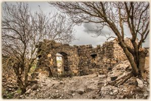 Ruins on top of the mount by ShlomitMessica