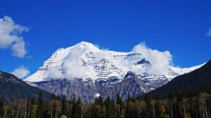 Mt. Robson by tundra-timmy