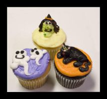 Halloween Cupcakes Part I by theshaggyturtle