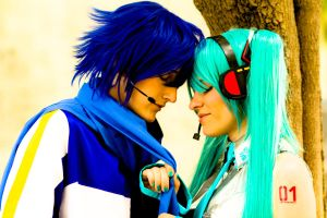 Kaito x Miku - Pull me closer by BertLePhoto