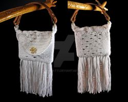 White Top Handle Bag by SpaPatti